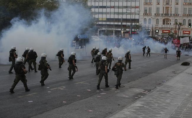 Yπό κράτηση ο αξιωματικός της ΕΛ.ΑΣ που απέτρεψε σύλληψη στο κέντρο της Αθήνας! (βιντεο)