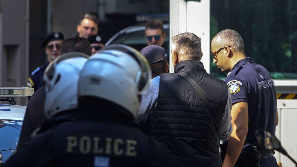 Θεσσαλονίκη: Εισβολή αναρχικών στο τουρκικό προξενείο – 12 συλλήψεις (ΒΙΝΤΕΟ)