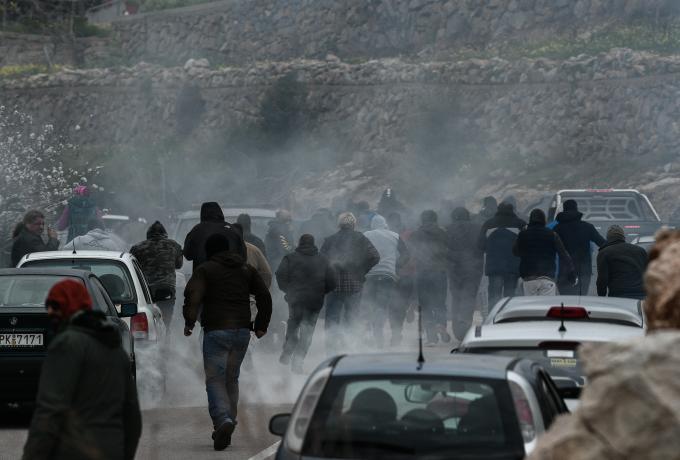 ΜΑΤατζήδες – χούλιγκαν έσπαγαν αυτοκίνητα φωνάζοντας «Τουρκόσποροι» (vids, pics)