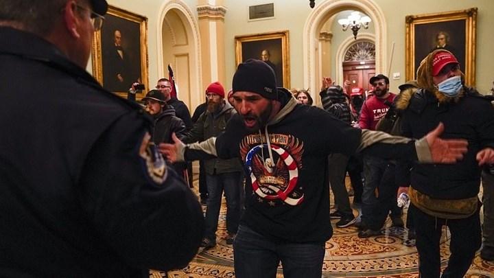 """""""Βροχή"""" παραιτήσεων στον Λευκό Οίκο μετά τα επεισόδια στο Καπιτώλιο!"""