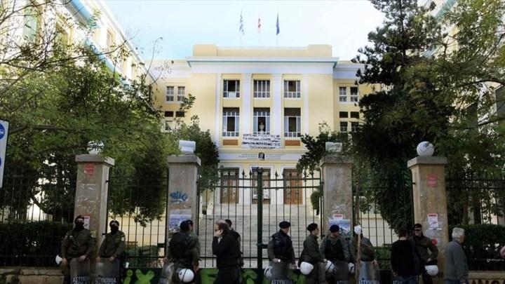 Πανεπιστήμια: Οι τρεις αλλαγές για την εισαγωγή στα ΑΕΙ – Προσλήψεις 1.000 αστυνομικών για τη φύλαξή τους