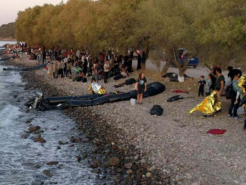 Συναγερμός για το προσφυγικό: Μεταφέρονται 1.002 πρόσφυγες με αρματαγωγά από τη Μόρια- Έκτακτο ΚΥΣΕΑ!