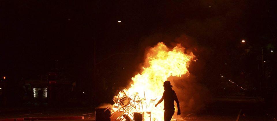 ΕΚΤΑΚΤΟ – Αντώνης Μυλωνάκης: Ήταν θέμα χρόνου! Φωτιές – δακρυγόνα – λαθρομετανάστες – πλαστικές σφαίρες! Να είμαστε έτοιμοι για όλα! (ΦΩΤΟ)