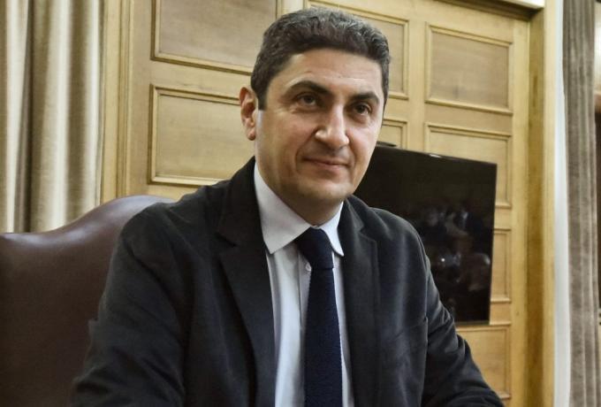 ΛΑΒΡΑΚΙ! Κονδύλι 105.000€ για τηλέφωνα του Υπουργείου έβγαλε ο Αυγενάκης!