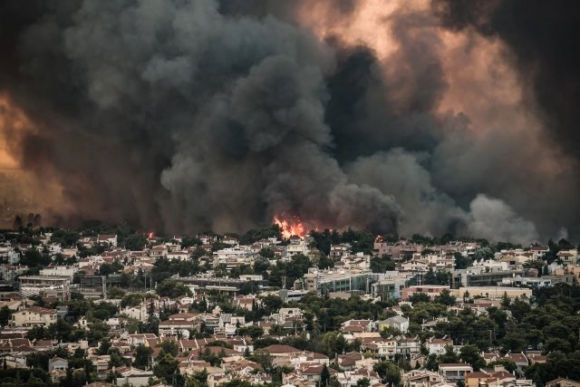 Φωτιά στη Βαρυμπόμπη: Ένα μέτωπο ενεργό – Σε ύφεση η πυρκαγιά – «Μάχη» από αέρος και γης για να οριοθετηθεί