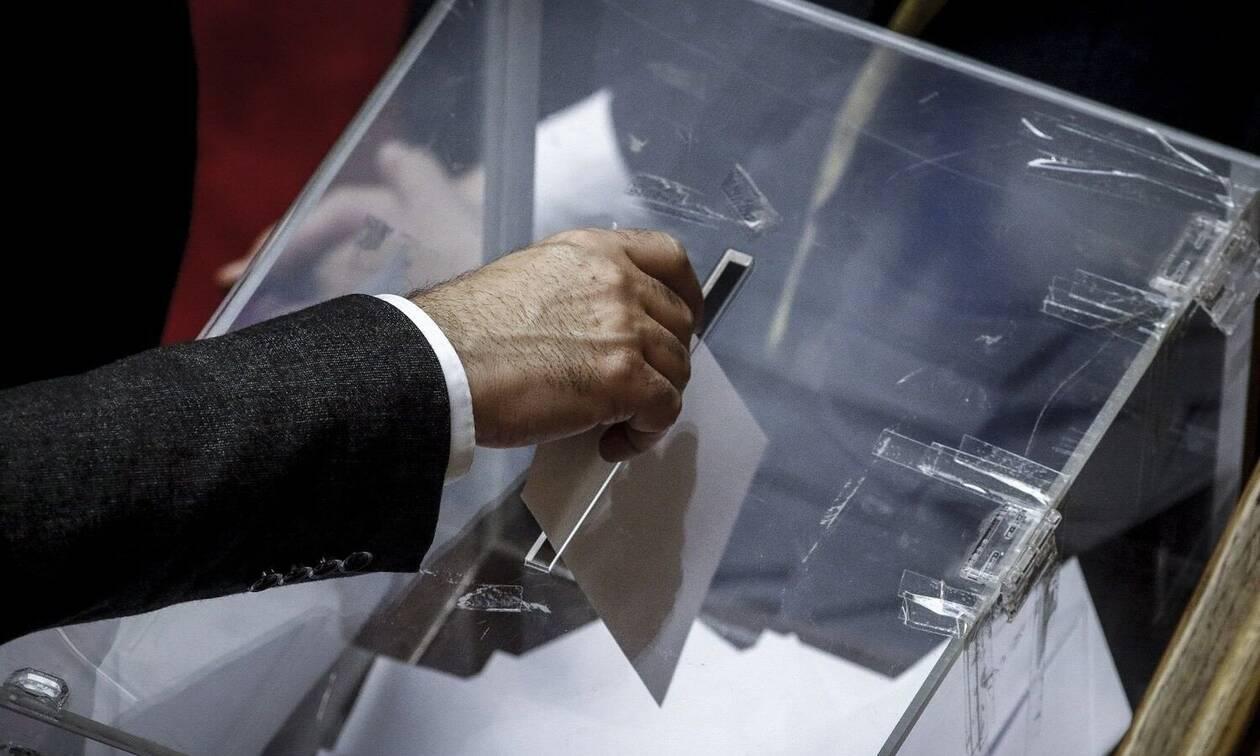 Exit poll – Exit polls 2019: Ανατροπές στο δεύτερο κύμα των ερευνών – Τι αλλάζει όσο περνάει η ώρα – Ποια είναι η διαφορά – Πόσα κόμματα μπαίνουν στη Βουλή (vid)