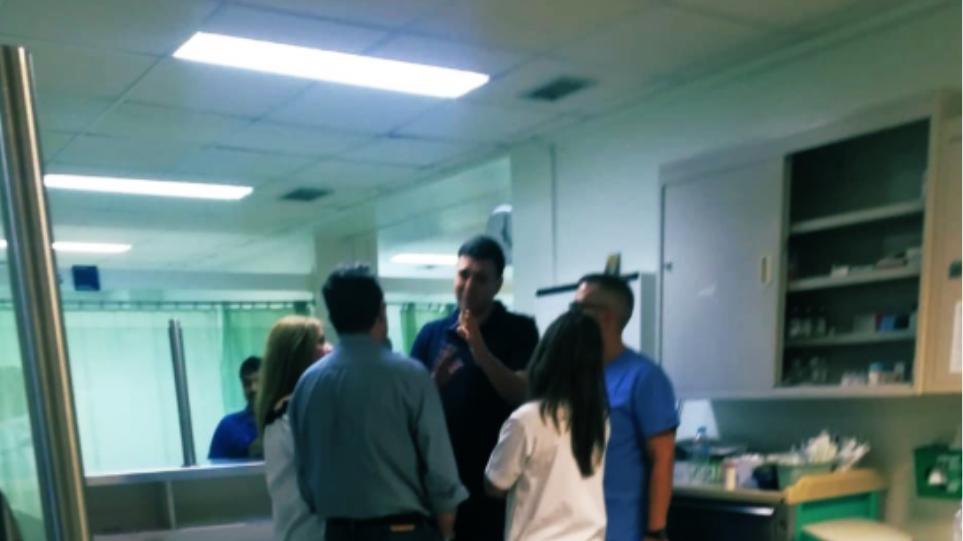 Αιφνιδιαστική επίσκεψη Κικίλια στο νοσοκομείο Αττικόν! (ΦΩΤΟ)
