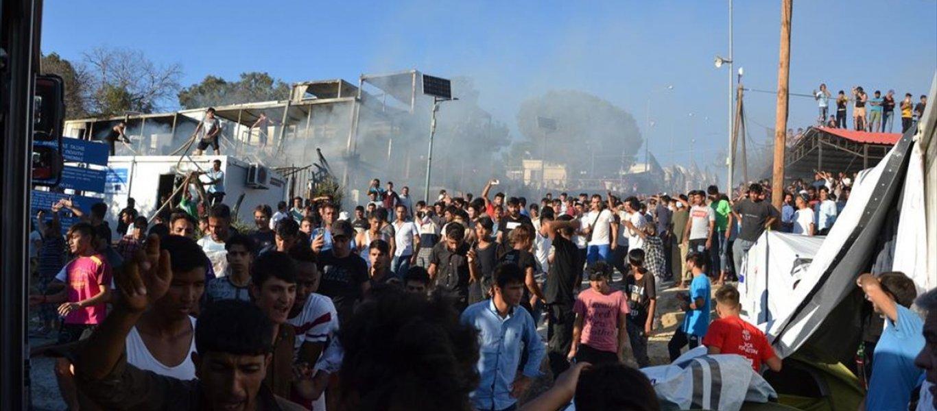 Κοινοτάρχης Μόριας για ΜΚΟ: «Πρώτα μας δωροδοκούσαν – Τώρα μας εκβιάζουν ότι θα κάψουν τα σπίτια μας»! (BINTEO)