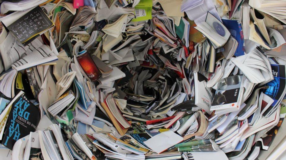 Βιβλία: Γιατί οι πιστώτριες τράπεζες αλλά και κάποιοι εκδότες επιλέγουν την πολτοποίηση – Τί πρέπει να αλλάξει στη νομοθεσία