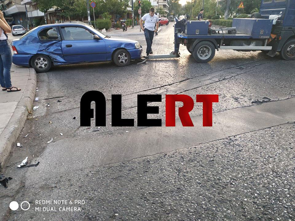 ΠΑΓΩΣΑΝ οι οδηγοί το πρωί στην ΚΑΙΣΑΡΙΑΝΗ! Σφοδρή σύγκρουση Ι.Χ με δικυκλιστή! Έσπασε τη λεκάνη του ο οδηγός – Πως σώθηκε! (ΦΩΤΟ «ALERT»)