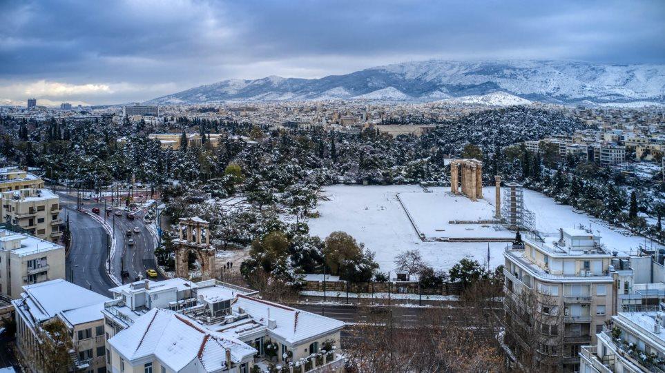 Κακοκαιρία «Μήδεια» – ΕΜΥ: Μια από τις εντονότερες χιονοπτώσεις των τελευταίων 40 ετών στην Αθήνα