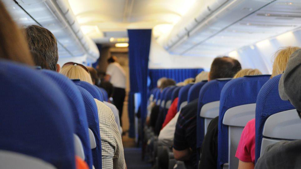 Αναστάτωση σε πτήση Αθήνα – Ηράκλειο με επιβάτιδα που αρνούνταν να φορέσει μάσκα