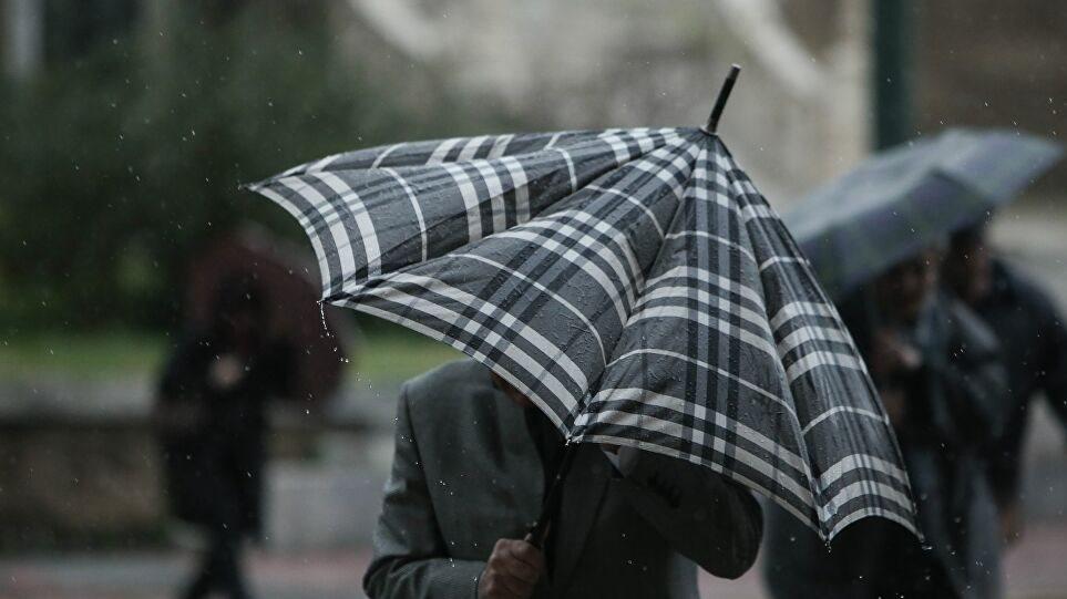 Καιρός στην Αθήνα: Ισχυροί άνεμοι έως και 9 μποφόρ και τοπικές βροχές