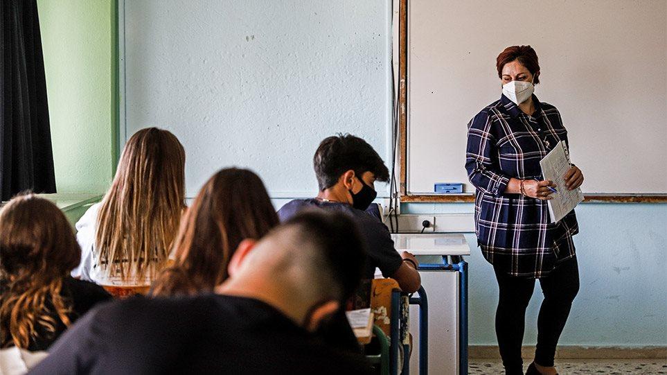 Σχολεία: Επιστροφή στα θρανία με το αρνητικό τεστ ανά χείρας, μάσκες, διαφορετικά διαλείμματα και αντισηπτικά