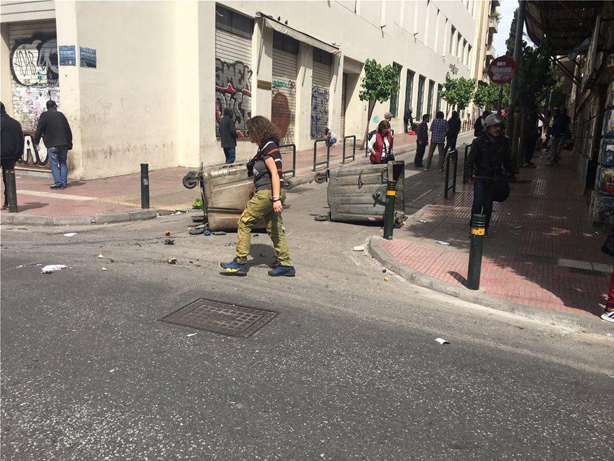 """Μπαράζ επιθέσεων έξω από Πανεπιστήμια για τον """"φαρμακοχέρη"""" της 17Ν! Φωτιές σε κάδους έξω από ΑΣΟΕΕ, Πολυτεχνειούπολη, Πάντειο και Γεωπονικό!"""
