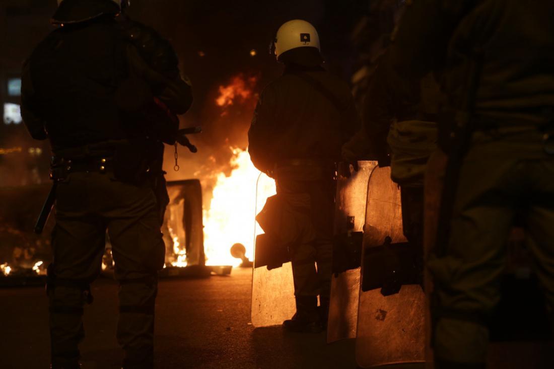 """Δήμος Ζωγράφου: """"MAKEΛΕΙΟ"""" μεταξύ οπαδών στην λεωφόρου Παπάγου! Χημικά, άγριο ξύλο, τραυματίες και υλικές ζημιές…"""