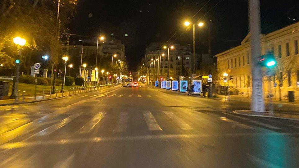 Κορωνοϊός… Σάββατο βράδυ: Πόλη-φάντασμα η Αθήνα! (ΦΩΤΟ)