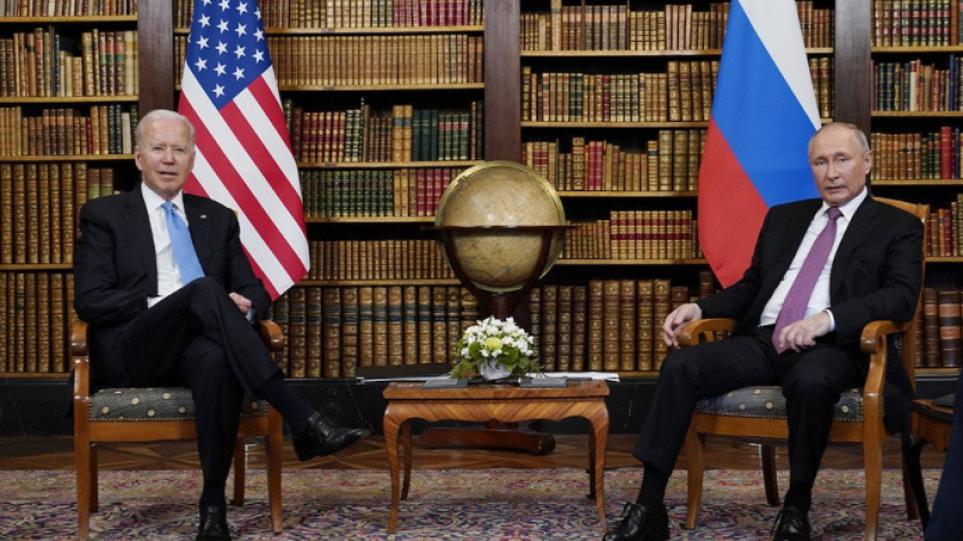 Τετ α τετ Μπάιντεν – Πούτιν: Τα συμπεράσματα της συνάντησης, το δώρο και ο «καβγάς» των δημοσιογράφων