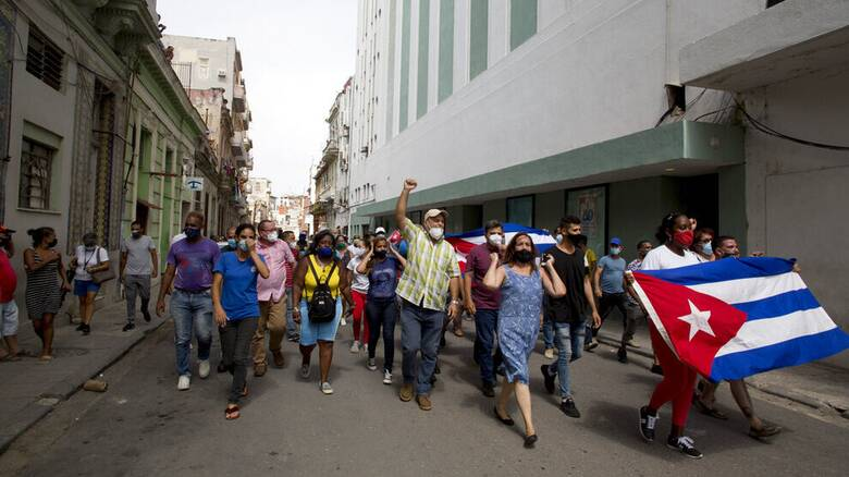 Κούβα: Οι μεγαλύτερες διαδηλώσεις από τη δεκαετία του 1950 – Ελλείψεις σε βασικά αγαθά
