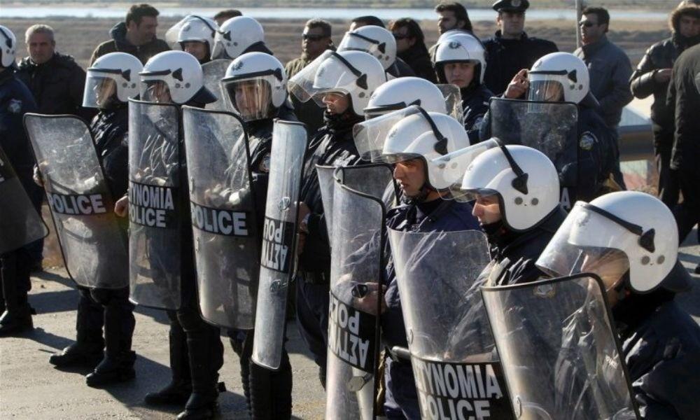 Έκτακτο! Πολίτες με καραμπίνες εναντίον αστυνομικών στη Λέσβο! Χάος αυτή την ώρα στο στρατόπεδο Κυριαζή! (φωτο&βιντεο)