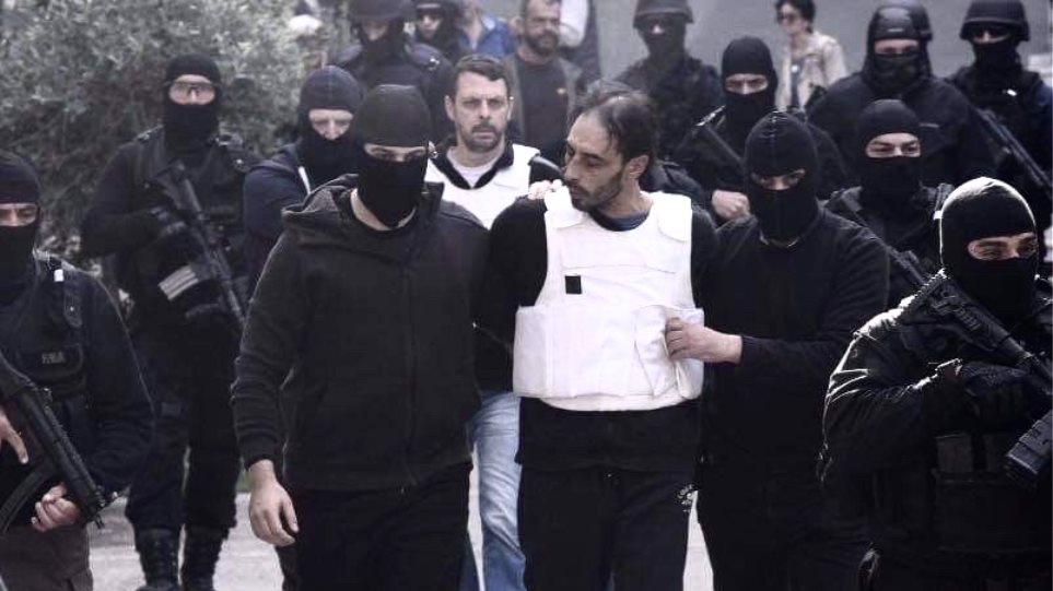 Επεισόδια στα δικαστήρια της Ευελπίδων όπου απολογούνταν μέλη της Επαναστατικής Αυτοάμυνας!