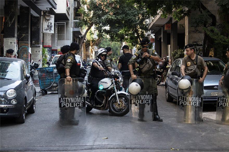 Εξάρχεια: Ολοκληρώθηκε η μεγάλη επιχείρηση της αστυνομίας! Tσιμέντωσαν τις εισόδους! (ΑΠΟΚΛΕΙΣΤΙΚΟ ΒΙΝΤΕΟ)