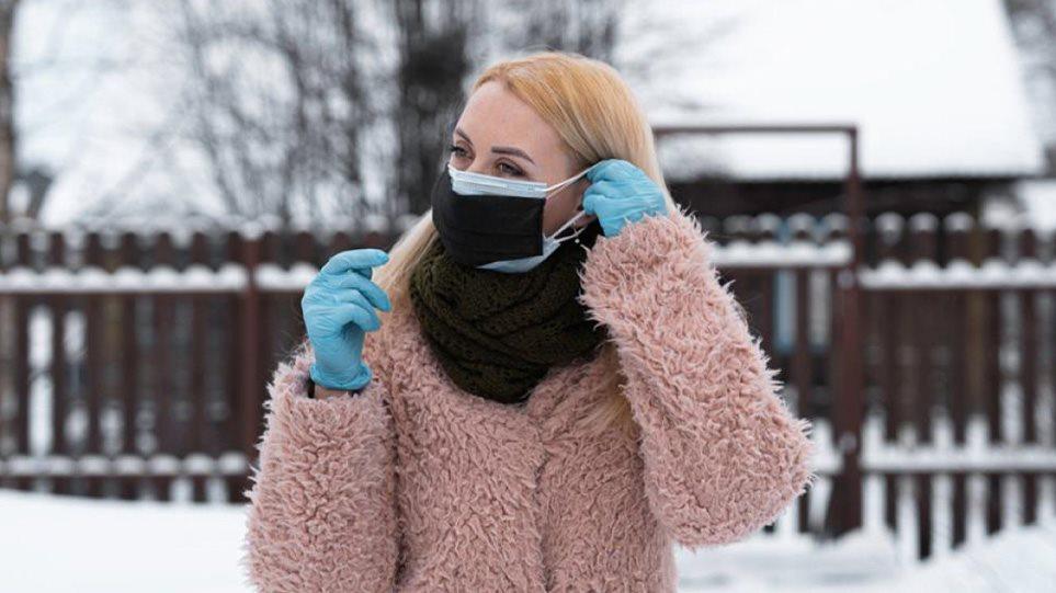 Κορωνοϊός: Έρχεται η διπλή μάσκα σε σούπερ μάρκετ και μέσα μεταφοράς – Τι συζητάει η επιτροπή των ειδικών
