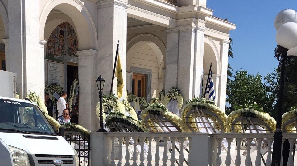 """Αλέξανδρος Ζαχαριάς: Απέραντη θλίψη στο """"τελευταίο αντίο"""" στην Κηφισιά…."""