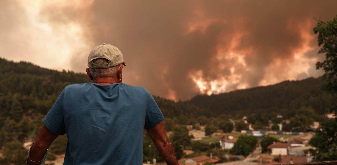 Φωτιά στην Εύβοια – Περιφερειάρχης Στερεάς Ελλάδας: «Ανεξέλεγκτη η πυρκαγιά, δεν επιχειρούν εναέρια μέσα»