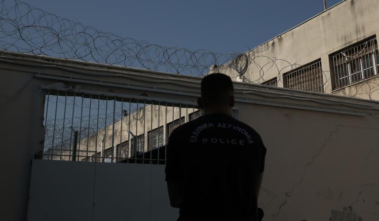 «Σουρωτήρι» οι φυλακές Κορυδαλλού! Μαχαίρια, ναρκωτικά μέχρι και… λαπ τοπ βρέθηκαν σε κελιά!