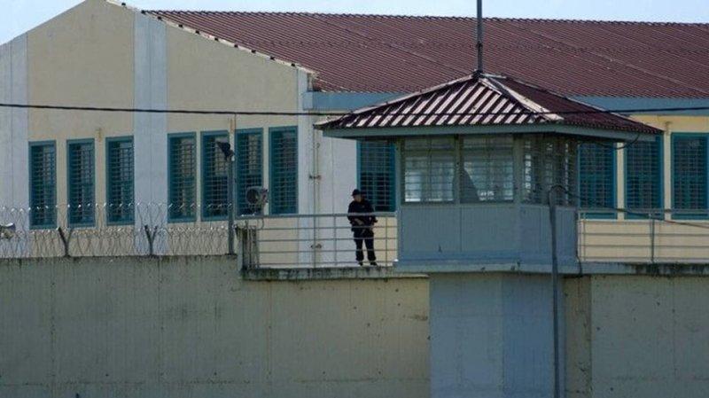 Κρατούμενος στα Τρίκαλα έκρυψε τρία κινητά στον πρωκτό του!