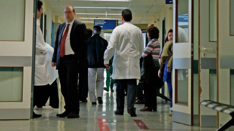Κρούσματα κορωνοϊού: Πληροφορίες για 15 νέους ασθενείς