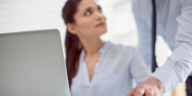 Καταγγελίες σεξουαλικής παρενόχλησης σε εργασιακούς χώρους -Τι προβλέπει ο νόμος, τι μπορεί να κάνει το θύμα