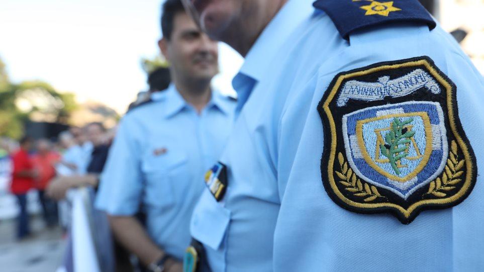 Χρυσοχοΐδης: «Κόβει» δεκάδες αστυνομικούς φρουρούς υπουργών και επισήμων!