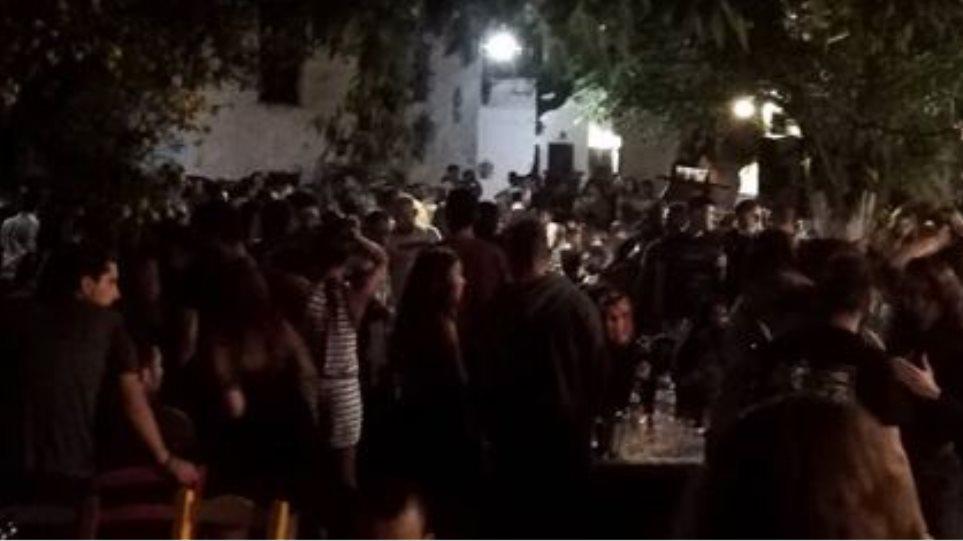 Κορωνοϊός: Και η Ικαρία τον… χαβά της – Πανηγύρι, χοροί και συνωστισμός στην Ακαμάτρα! (ΒΙΝΤΕΟ)