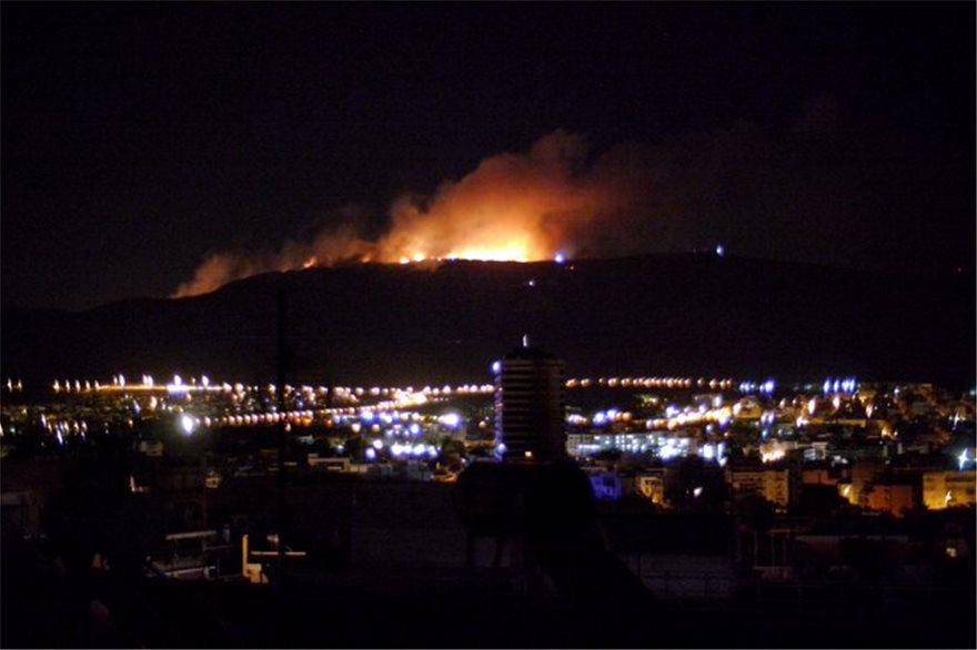 Υμηττός: Πώς ξεκινάει μια φωτιά στις 3 τα ξημερώματα; (ΦΩΤΟ&ΒΙΝΤΕΟ)
