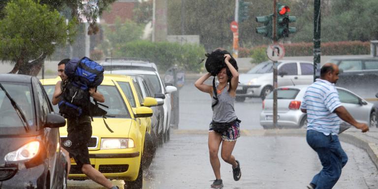 «Αγριεύει» ο καιρός το Σάββατο -Πτώση της θερμοκρασίας και καταιγίδες σε όλη τη χώρα!