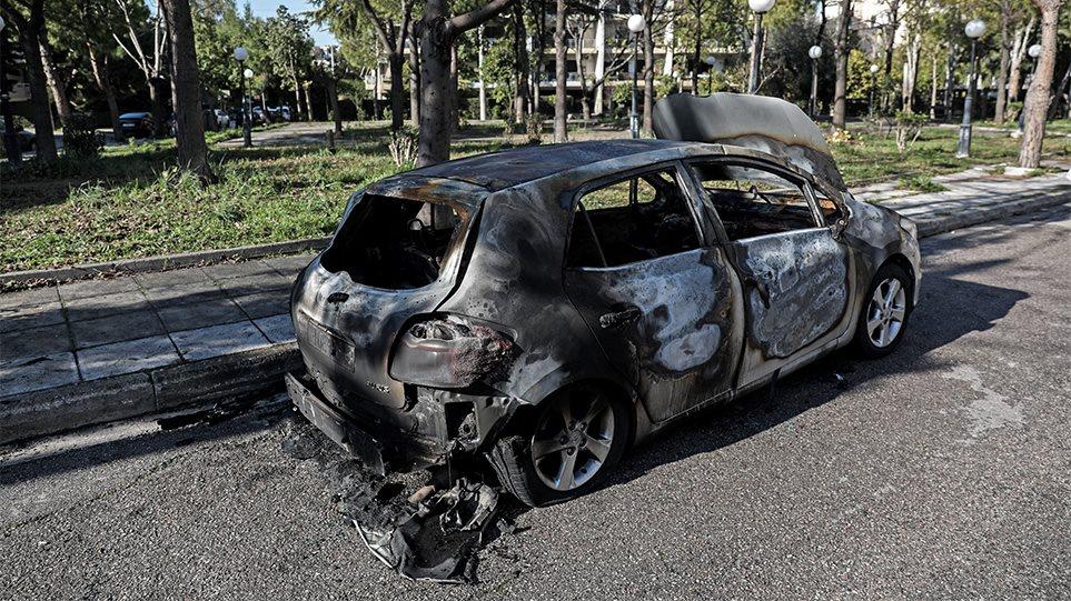 «Αντιπερισπασμός» μπαχαλάκηδων με θύμα την κοινωνία οι εμπρησμοί οχημάτων! Θέλουν να δημιουργήσουν ζώνες ανομίας έξω από τα Εξάρχεια λένε αστυνομικοί της Κρατικής Ασφάλειας! (BINTEO)