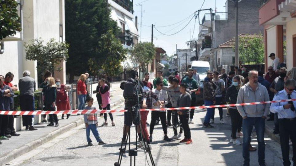 Λάρισα – Διαμαρτύρονται οι κάτοικοι της Νέας Σμύρνης: «Θα σπάσουμε την καραντίνα και σ' όποιον αρέσει!» (ΒΙΝΤΕΟ)