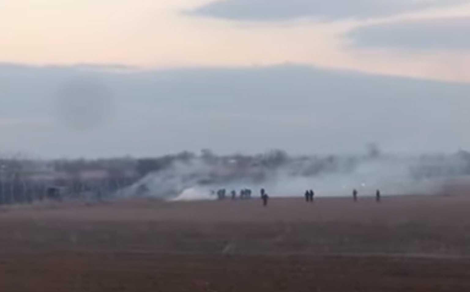 """""""Μυρίζει μπαρούτι"""" στις Καστανιές! Έκοψαν το φράχτη για να μπουν στην Ελλάδα – Έρχονται μετανάστες στα σύνορα με λεωφορεία! (BINTEO)"""