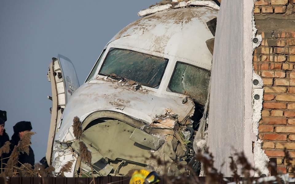 Αεροπορική τραγωδία στο Καζακστάν – Τουλάχιστον 15 νεκροί και 66 τραυματίες (βίντεο-φωτογραφίες)