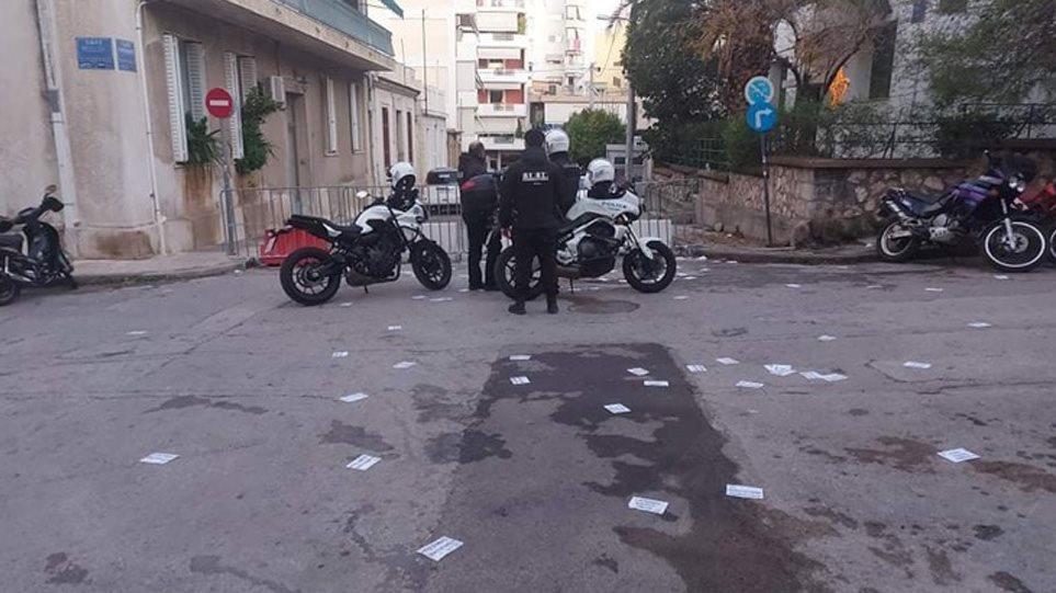 Συμπλοκές αντιεξουσιαστών με αστυνομικούς στον Κολωνό – Ένας αστυνομικός τραυματίας
