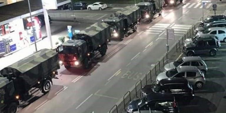Ιταλία: Εικόνα-σοκ της La Repubblica -Στρατιωτικό κομβόι μεταφέρει πτώματα από το Μπέργκαμο