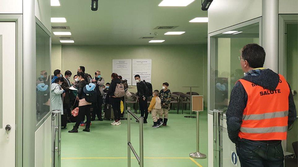 Κορωνοϊός: Μαθητές 10 ελληνικών σχολείων βρίσκονται στην Ιταλία – Αναστέλλονται οι εκπαιδευτικές εκδρομές στη χώρα