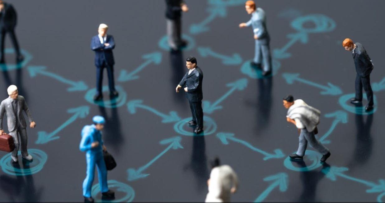 Κορωνοϊός: Γιατί πρέπει να μείνουμε 1,8 μέτρα μακριά ο ένας από τον άλλο