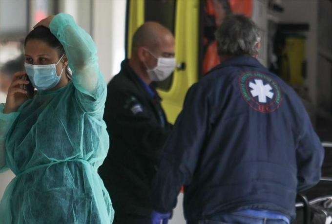 Νέο θλιβερό αρνητικό ρεκόρ: 882 κρούσματα, 15 νεκροί σε 24 ώρες