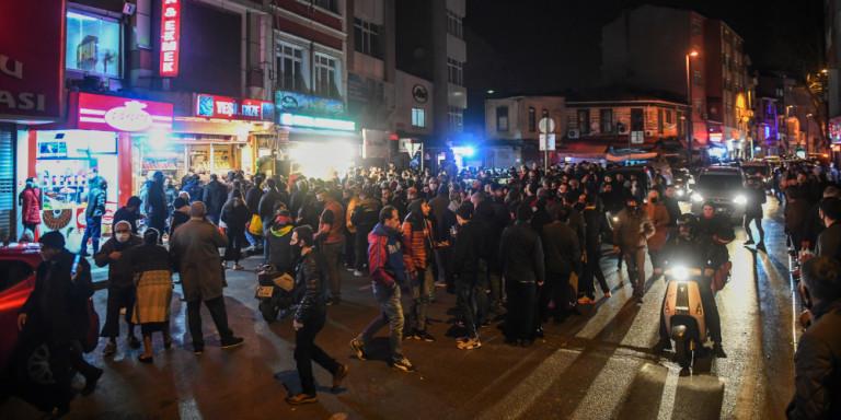 ΠΑΝΙΚΟΣ στην Τουρκία μετά το lockdown: Συμπλοκές και ουρές στα σούπερ μάρκετ, «βροχή» τα πρόστιμα! Πάνω από 5.000 τα κρούσματα! (ΒΙΝΤΕΟ)