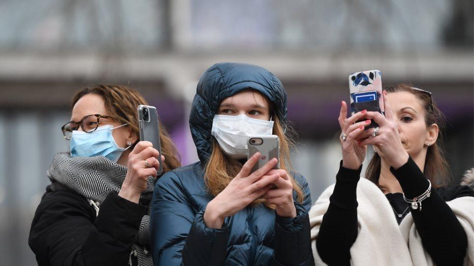 Βρετανός επιστήμονας για κορωνοϊό: Έξι στους δέκα πρέπει να «κολλήσουν» τον ιό για να αποκτηθεί «ανοσία αγέλης»
