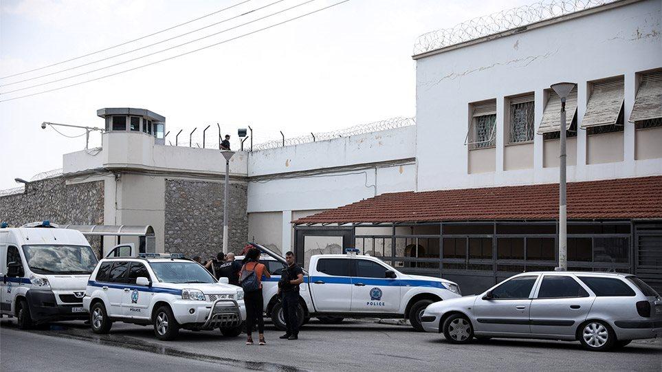 Φυλακές Κορυδαλλού: Έφοδος στα κελιά κρατούμενων για τρομοκρατία – Βρήκαν ρόπαλα, τηλεκάρτες και κινητά