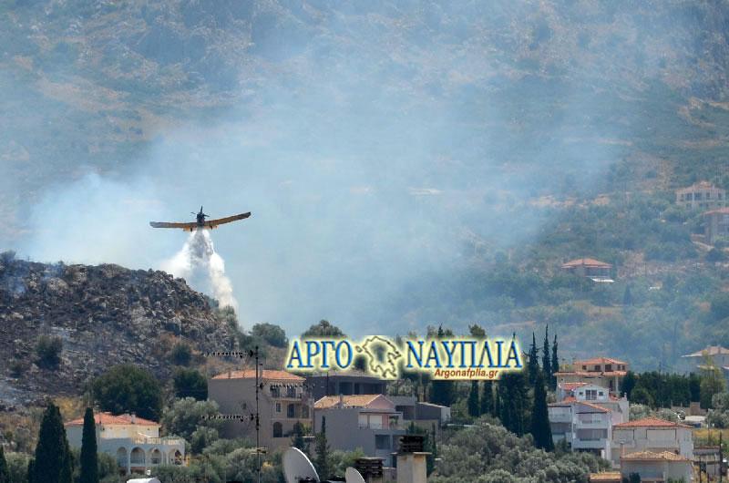 Μεγάλη φωτιά στο Ναύπλιο: Απειλούνται σπίτια! (φωτο)